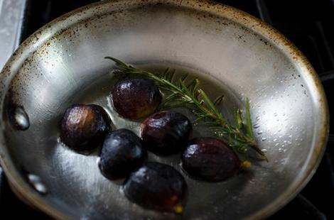 Searing figs